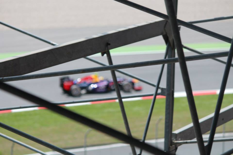 rb9 behind stand