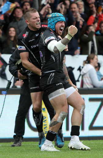 Exeter Chiefs' Jack Nowell (right) celebrates scoring his sides firts try during the Aviva Premiersh
