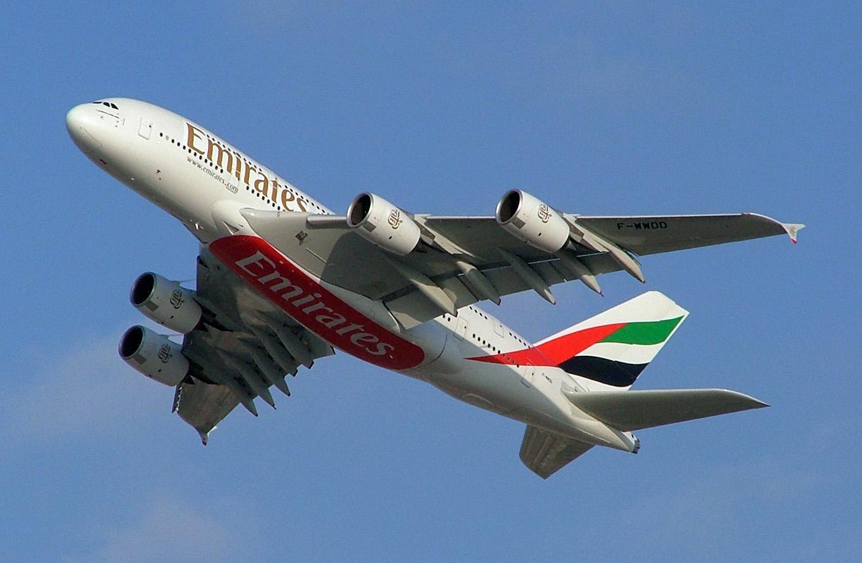 emirates airlliner