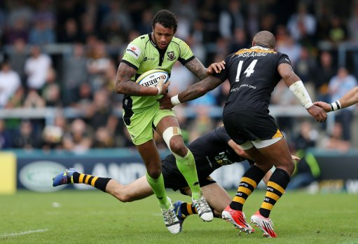 Courtney Lawes steps inside the tackle of Wasps Sailosi Tagicakibau during the Av
